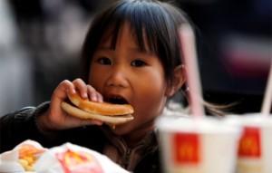 kid-eating-mcdonalds-588x376